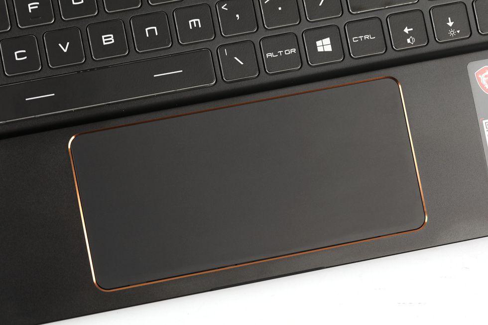 便携超窄边框17英寸电竞本MSI GS75 8SG 评测