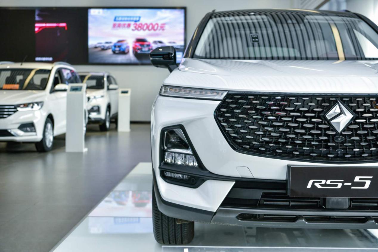"""新宝骏RS-5实车亮相上海,颜值在线,或成最""""靓""""自主SUV_淘网赚"""