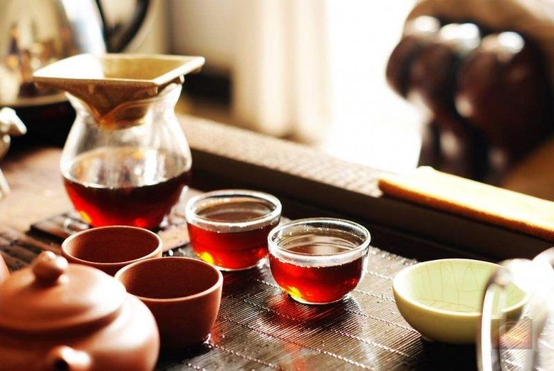 市场上陈年老普洱如何分辨是不是真的老茶?
