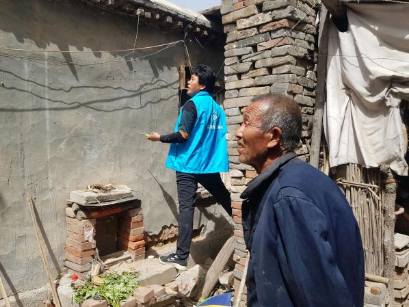 邢台市助残公益协会任县分会节前关爱孤寡老人