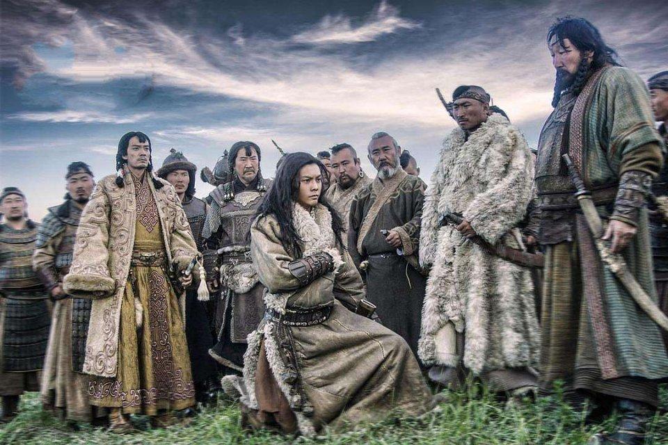 成吉思汗的侍卫为证明与皇妃无私情,掏出一个盒子......