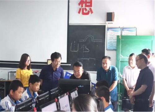"""陕西省宝鸡市首所""""全国青少年三维创意设计示范校""""挂牌"""
