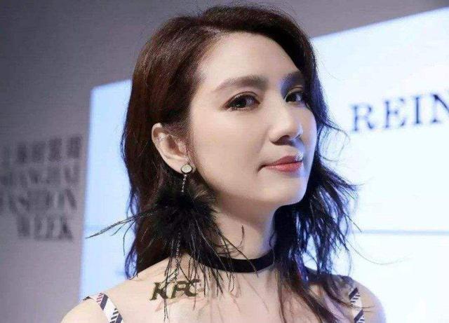 张丹峰洪欣参加婚礼,触景生情,是为修复二人感情?