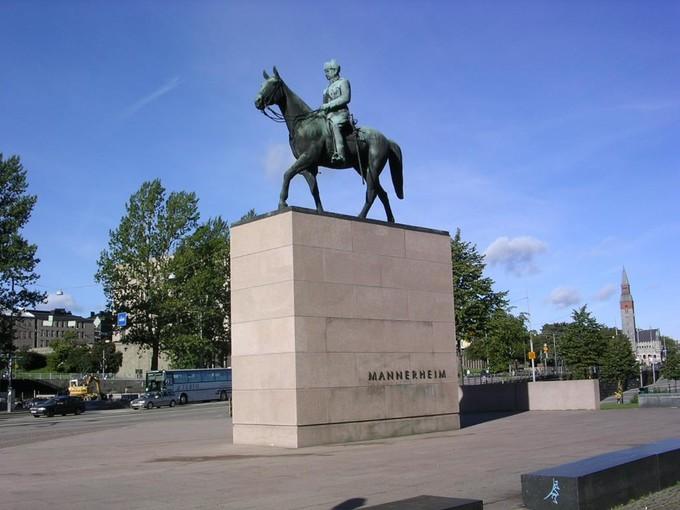 曼纳海姆雕像