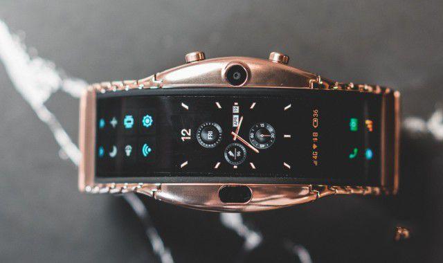 这款玩曲面屏、翻折屏的智能手环竟然惊艳到我