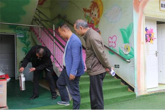 湖北黄集镇中心学校组织开展中小学校防溺水工作专项检查