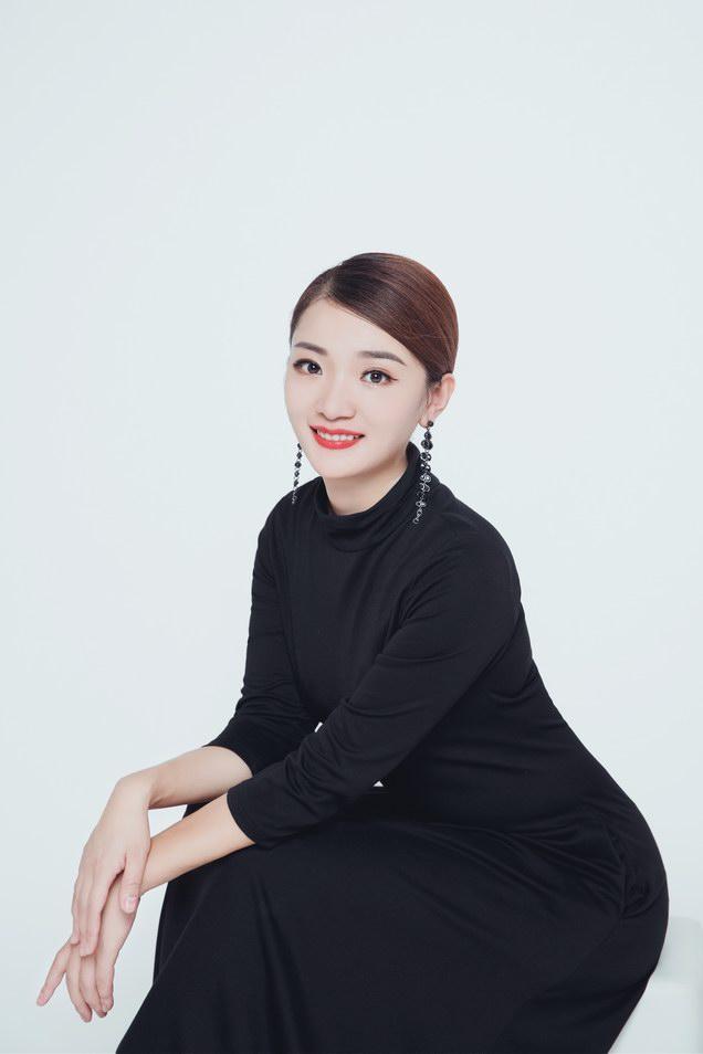 """奢赫小黑裙创始人谢云燕 引领轻奢""""黑""""风尚"""