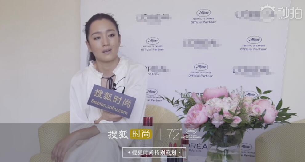 巩俐霸气回应戛纳红毯造型:不能夸张 要尊重电影