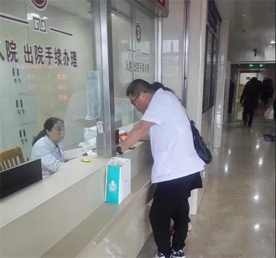 海安市中医院这个医生的一个举动,为何赢得几千人的点赞?真相竟然是......