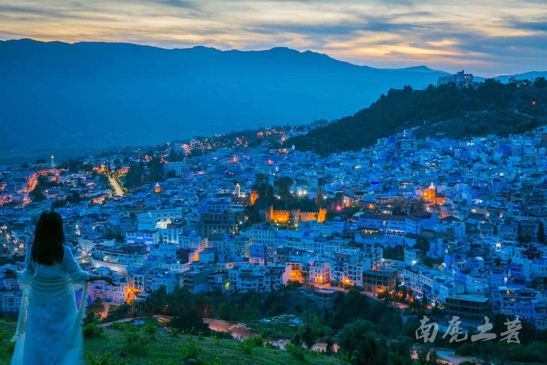 这个非洲蓝城有什么神奇,吸引了国人万里奔袭