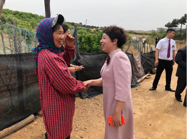 盛京地球村超市董事长一行到法库县走访看望贫困户