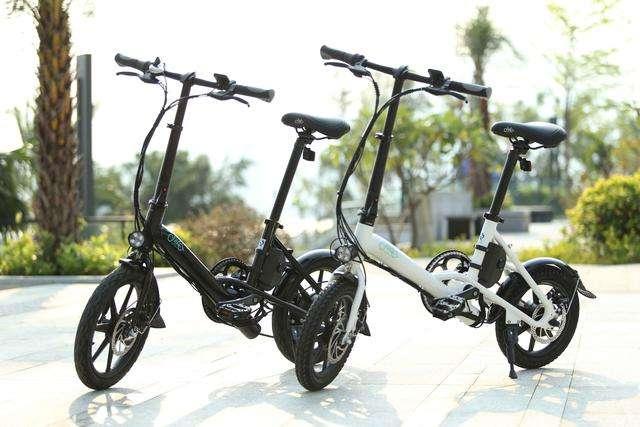 FIIDO D3电动自行车上手体验:折叠便携轻松提上楼