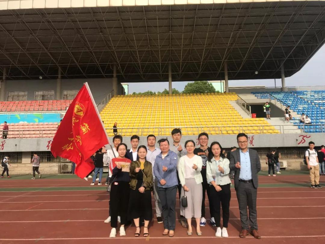 """我院18级师生代表参加武汉工程大学""""朋辈、朋友、同心、同行、五"""