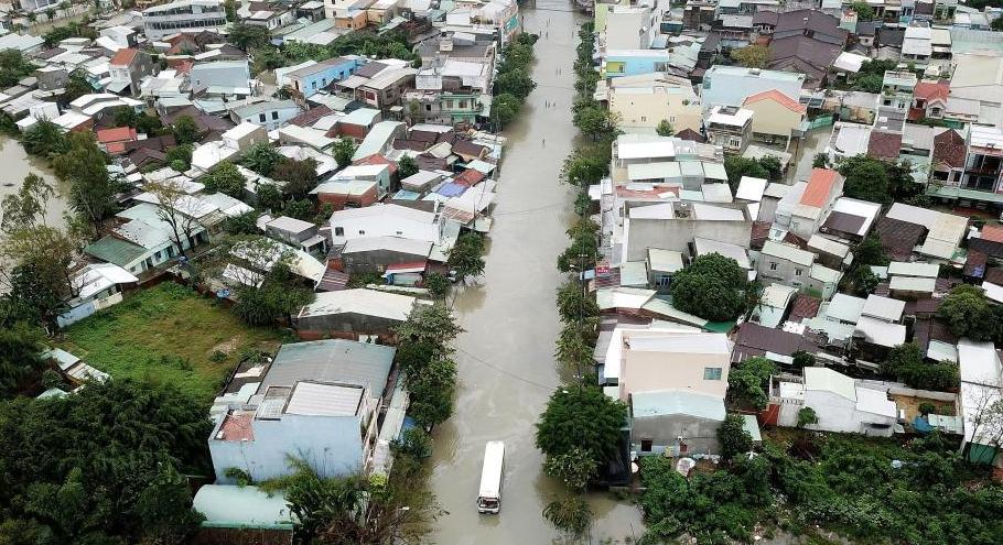 越南中部地区因暴雨引发洪灾