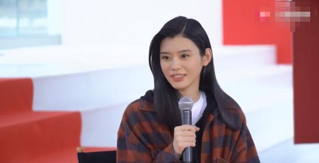 奚梦瑶回应何猷君浪漫求婚,网友:我也想低调啊,可是实力不允许