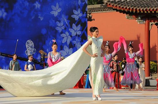 首届中国旗袍文化节在沈阳故宫博物院开幕