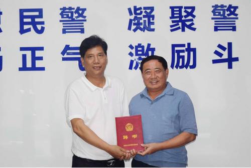 中国警察论坛福建爱心工作站及爱心企业举行向福建省公安英烈基金会捐赠仪式