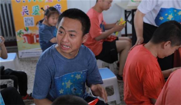 """德孝中华小记者六一儿童节爱心公益活动 """"走进丰南区星愿孤独症托养院"""""""