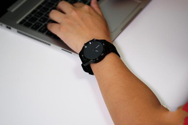 爱国者智能手表watch BW01:机械指针与触屏结合