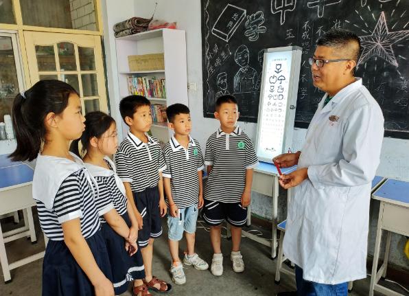 邢台市青年公益协会志愿者走进尚德小学