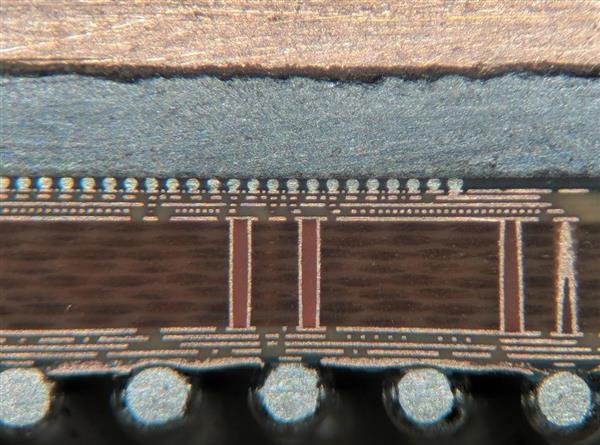 CPU处理器竖切一半 除了硅脂里面还有什么?的照片 - 2