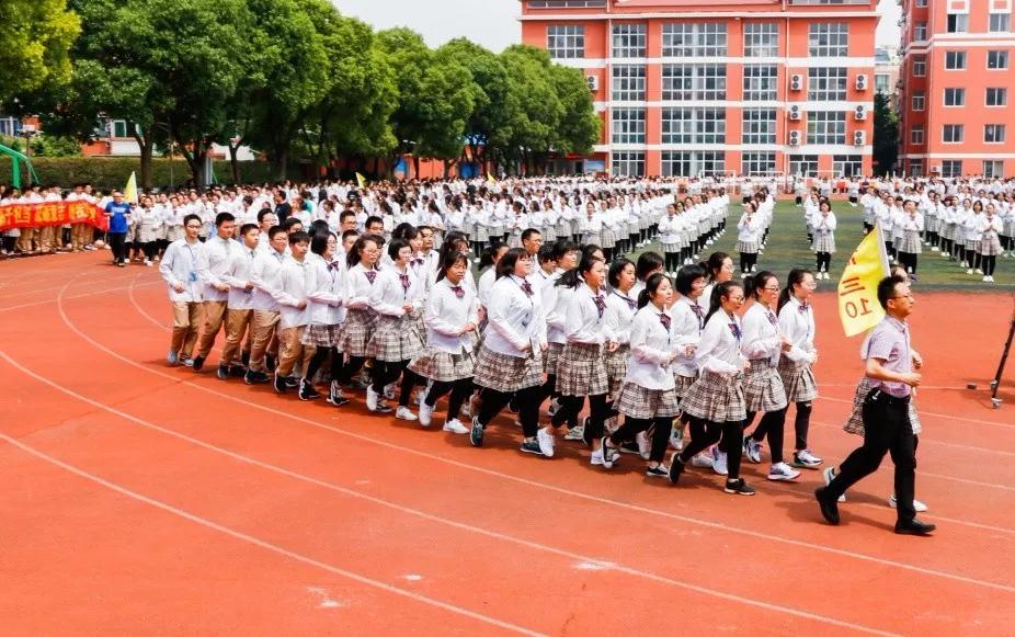 用坚定的步伐跑出校园里一道最美的风景