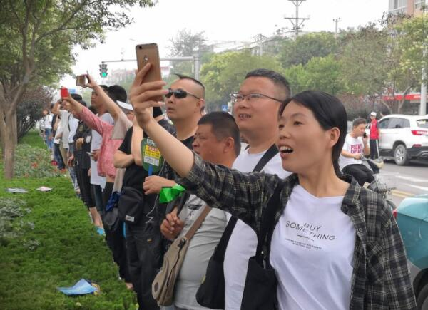 中国公益在线牛城爱心工作站参加爱心护考志愿活动