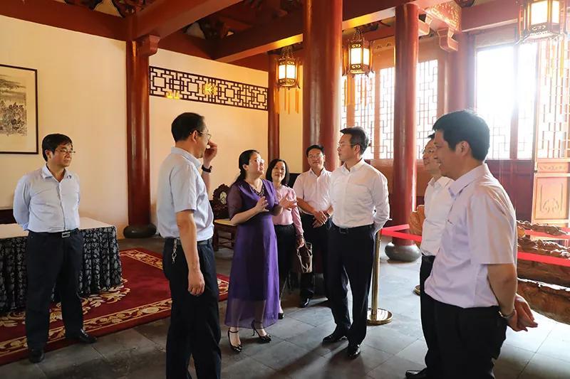 南通市教育局郭毅浩局长率队到江苏省海安高级中学指导工作