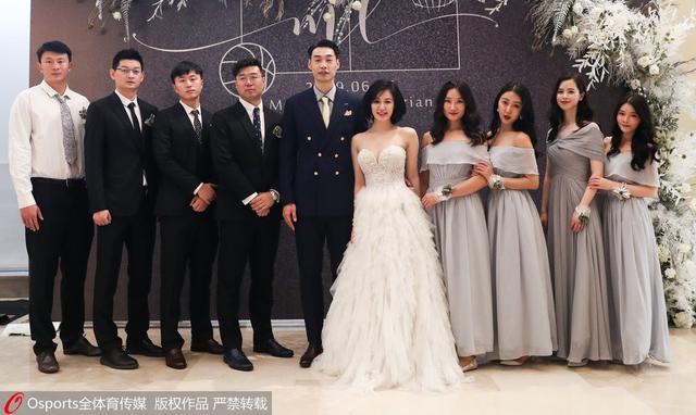 """二婚快乐!CBA四川男篮孟达迎娶网红""""五姨太""""前妻微博仍秀恩爱"""