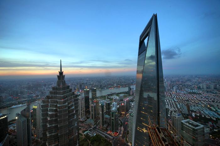 上海本地板块总体上涨0.49%,上海机场领涨