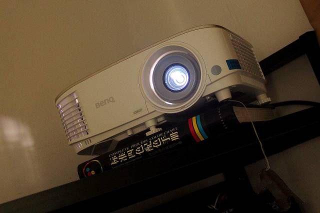 给家庭更好的观影环境|评测 明基 i707家用投影仪