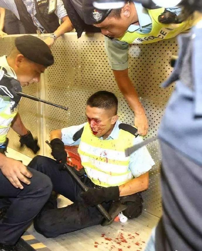 香港警方还原驱散暴徒经过
