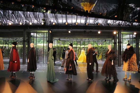 Marc Jacobs 2019秋冬系列預覽華麗亮相曼谷