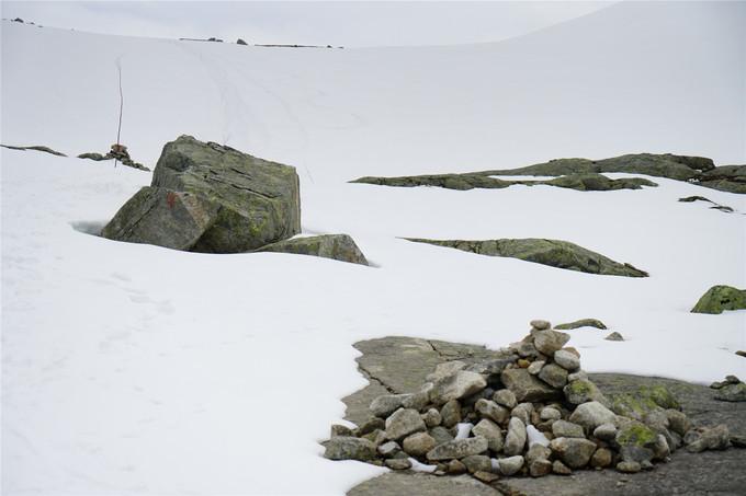 石头上的红T是最常见挪威徒步方向标