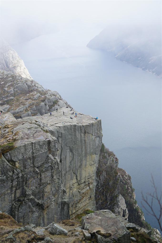制高点上眺望布道石与吕瑟峡湾