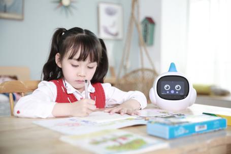 智伴儿童机器人1X为孩子智造个性学习新方案