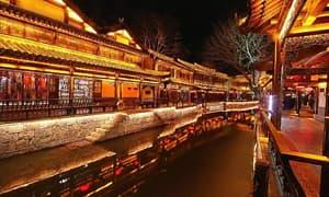 谁描绘了台儿庄古城夜幕下的灯火阑珊?