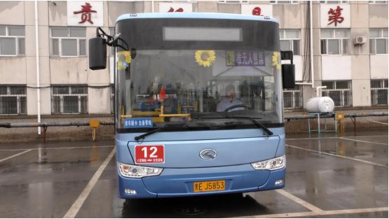 """七旬老人乘坐公交心脏病突然发作公交车变成""""120"""""""
