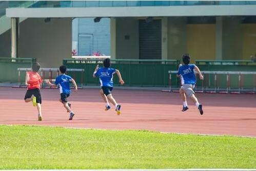跑步还是俯卧撑,学生犯错体育老师如何选择?