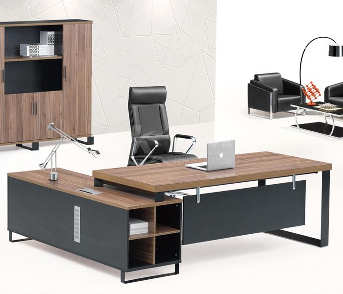 老总办公桌摆设_办公桌图片摆设图片