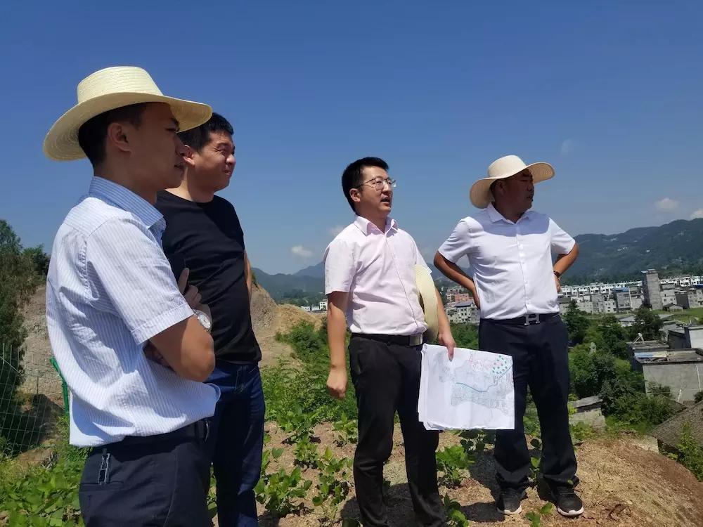 重庆市巫溪县古路镇政府领导主持龙庭湖前期开发座谈会