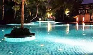有水底灯的泳池=触电?