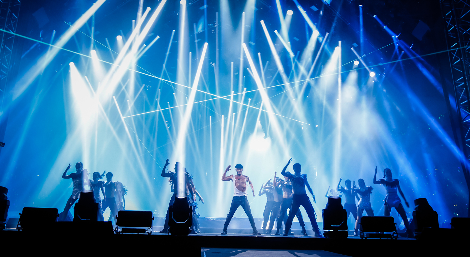 林峯上海开唱留遗憾 明年将开全新巡演