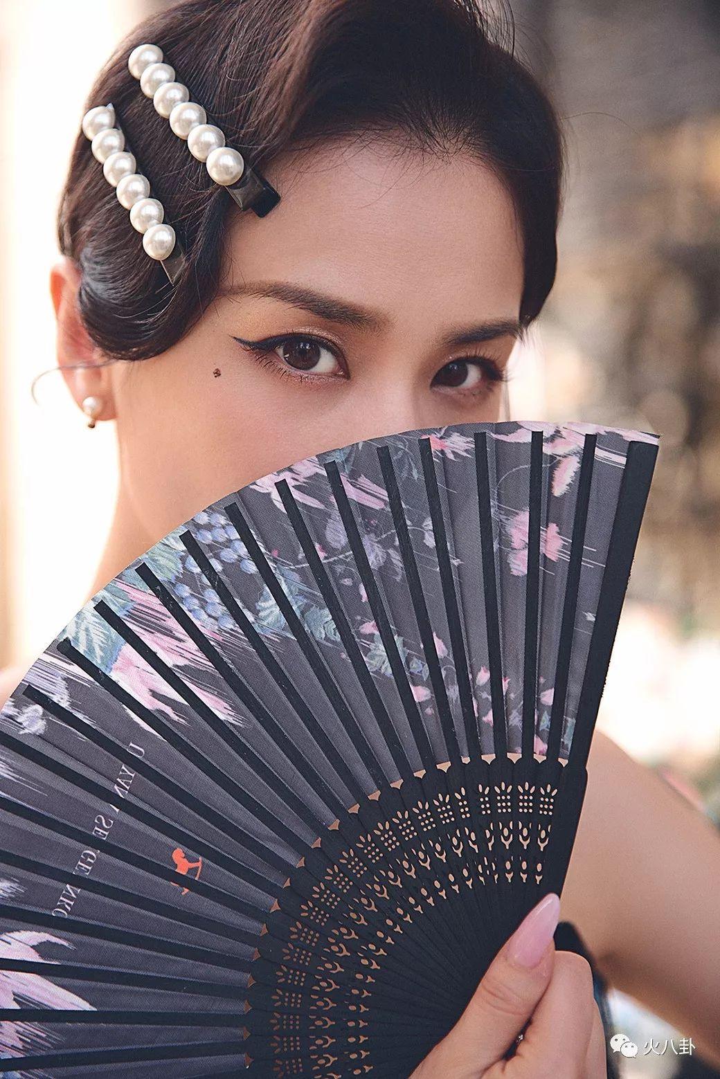 黄圣依优雅亮相巴黎秋冬高定时装周,被赞时尚高级脸