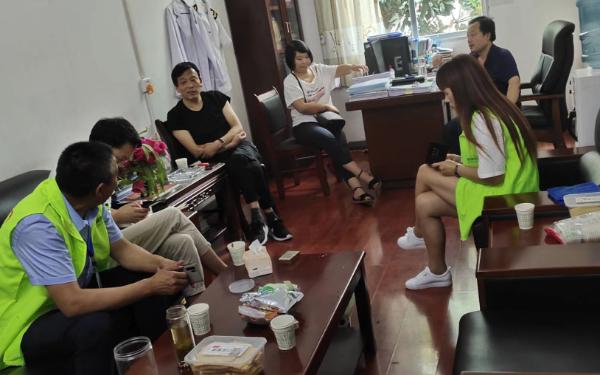大爱清尘工作人员在陕西山阳开展健康志愿活动
