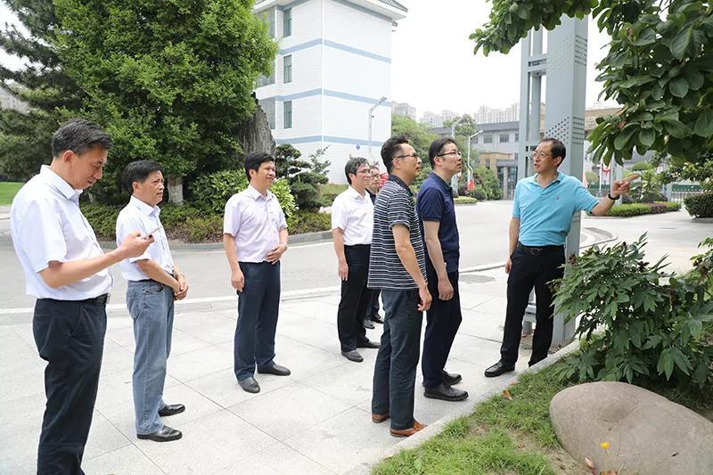 华东师范大学吴刚教授来江苏省海安高级中学调研指导