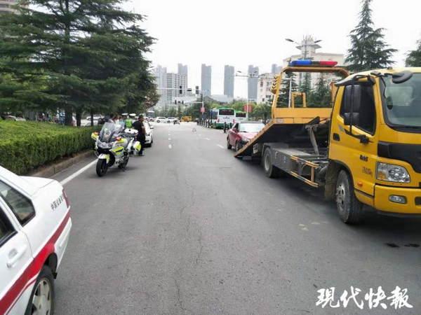 承德市高速交警刘三被抓_4公公与儿熄中文字幕完整视频 车子径直撞向护栏,这回是因为 ...