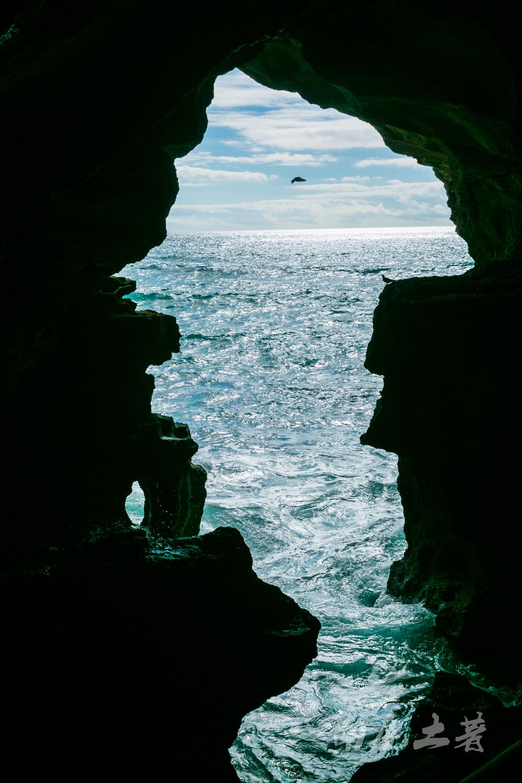 穿过非洲之洞,看摩洛哥人黄昏巨浪垂钓大西洋