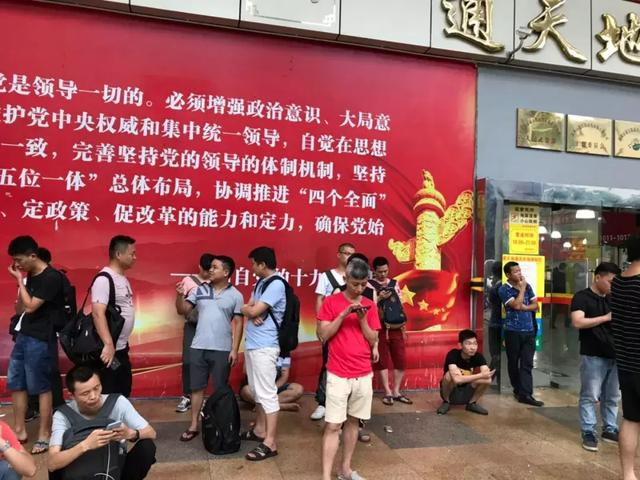 一台手机两分钟掉价上百 在华强北倒腾手机比A股刺激多了的照片 - 12