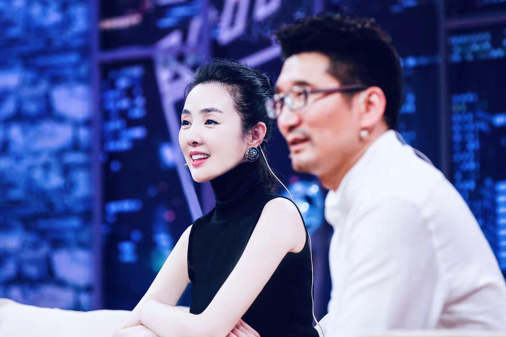 """姜宏波坐镇《群演公社》观察席 忆初次进组像""""腌咸菜"""""""